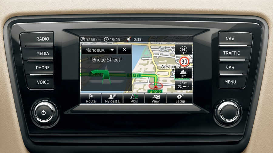 Встроенный GPS-навигатор с тремя режимами карты