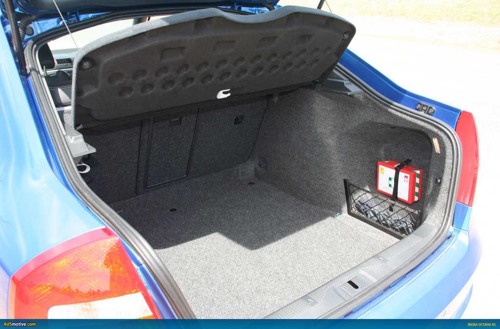 Вместительный багажник Шкоды Октавии