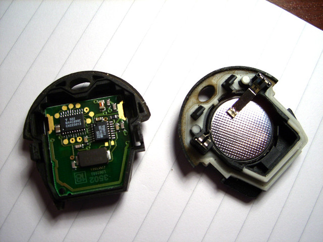 Замена батарейки в ключе Skoda Octavia